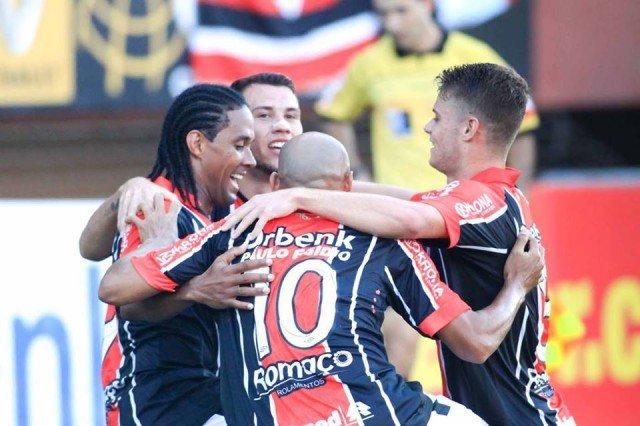 Jogadores do Joinville querem mais uma vitória para embalar de vez no Brasileirão (Foto: Assessoria de Imprensa JEC)
