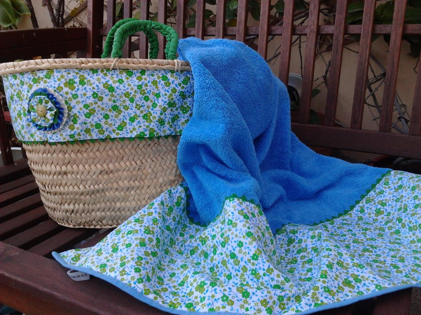 Capazos y toallas decoradas para la playa y la piscina for Toallas piscina