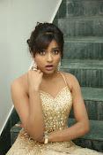 glamorous Vithika sheru new sizzling pics-thumbnail-16