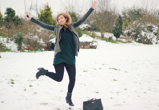 snow-outfit-khaki