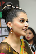 taapsee glam pics in saree-thumbnail-8