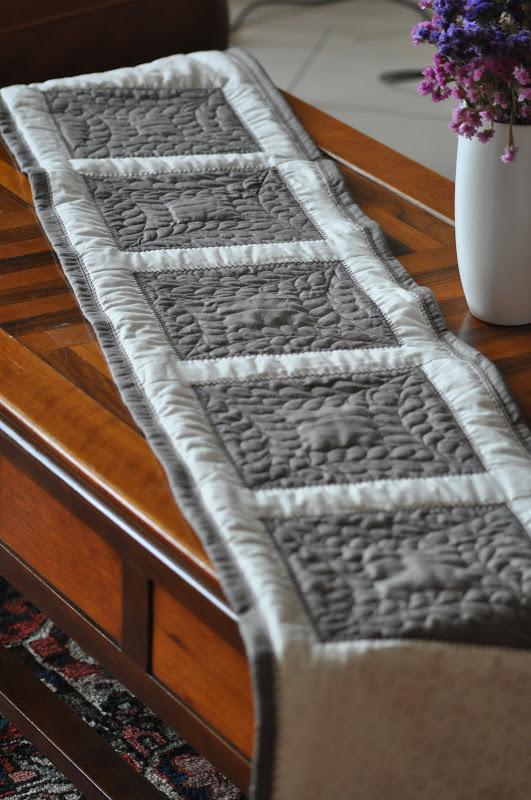 Happy quilting life chemin de table ou de lit patchwork - Chemin de table en patchwork ...