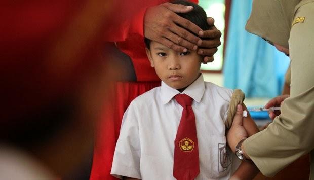 ekspresi lucu bocah Sd disuntik |liataja.com