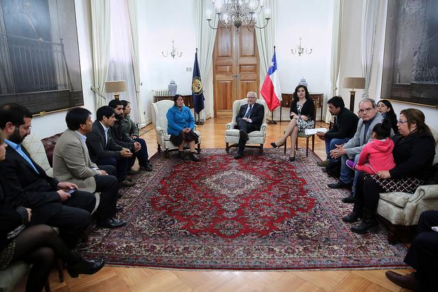 Ministro del interior recibe a familiares de comuneros en for Foto del ministro del interior