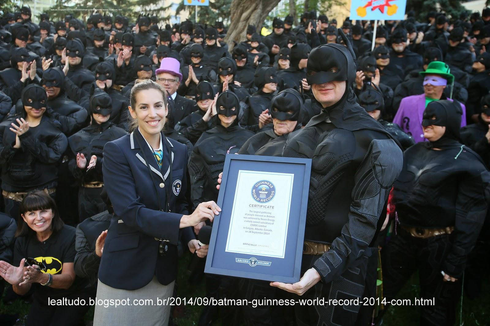BATMAN GUINNESS WORLD RECORD 2014 com 542 Pessoas Vestidas Batem o Novo Recorde Fotos Foto