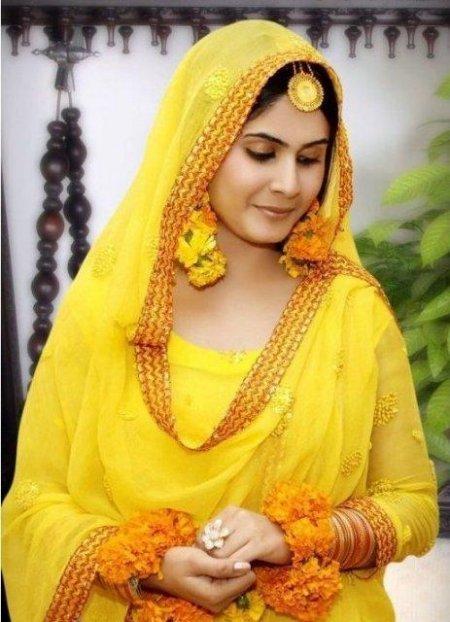 Bridals And Grooms Bridal Beautiful Mehndi Dress Makeup And Hair Style