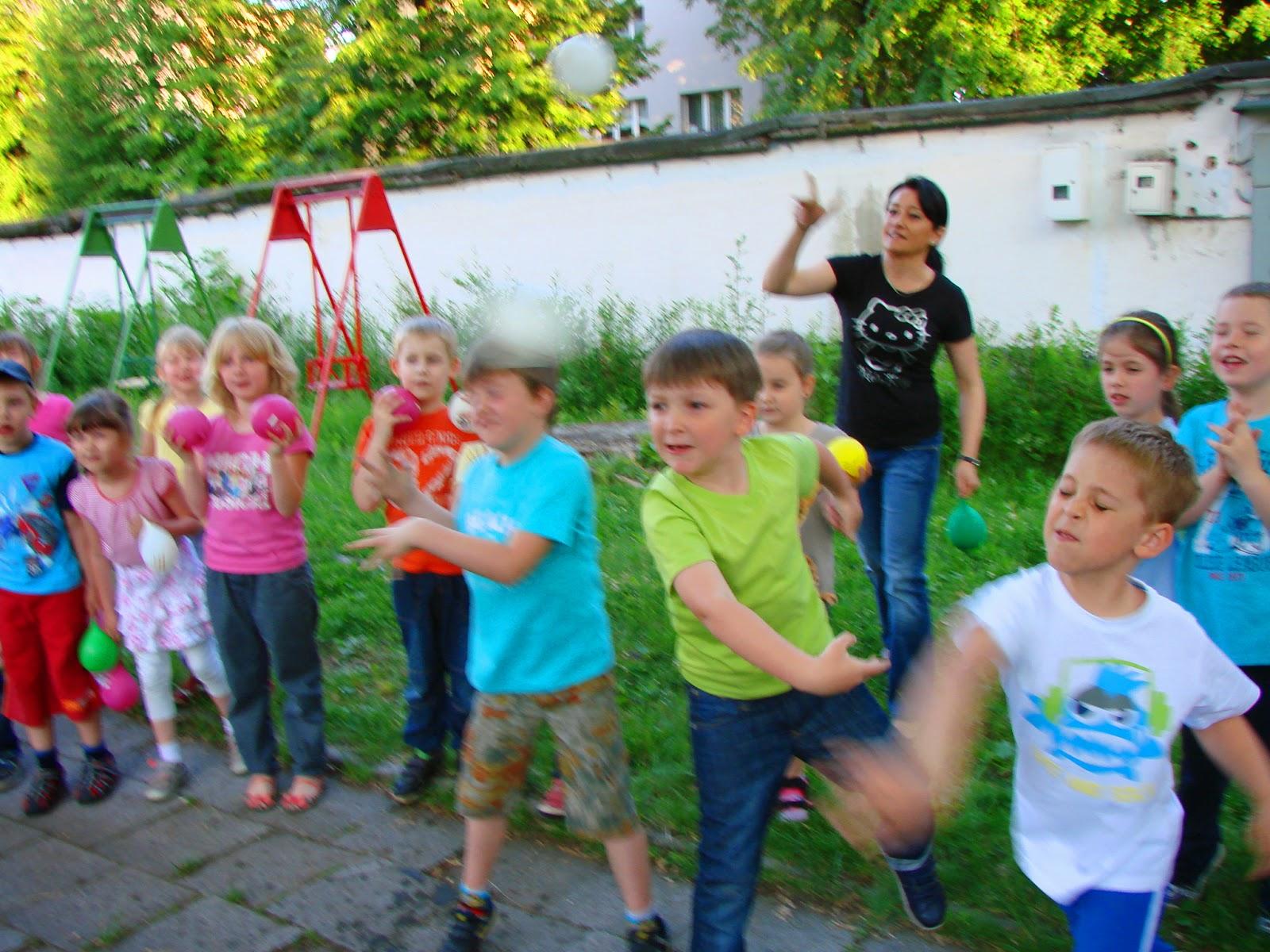 Praca z dziećmi, Scenariusze zajęć, zachowania dzieci, procesy grupowe, wpływ baśni, baśnie na warsztacie, Mateusz Świstak