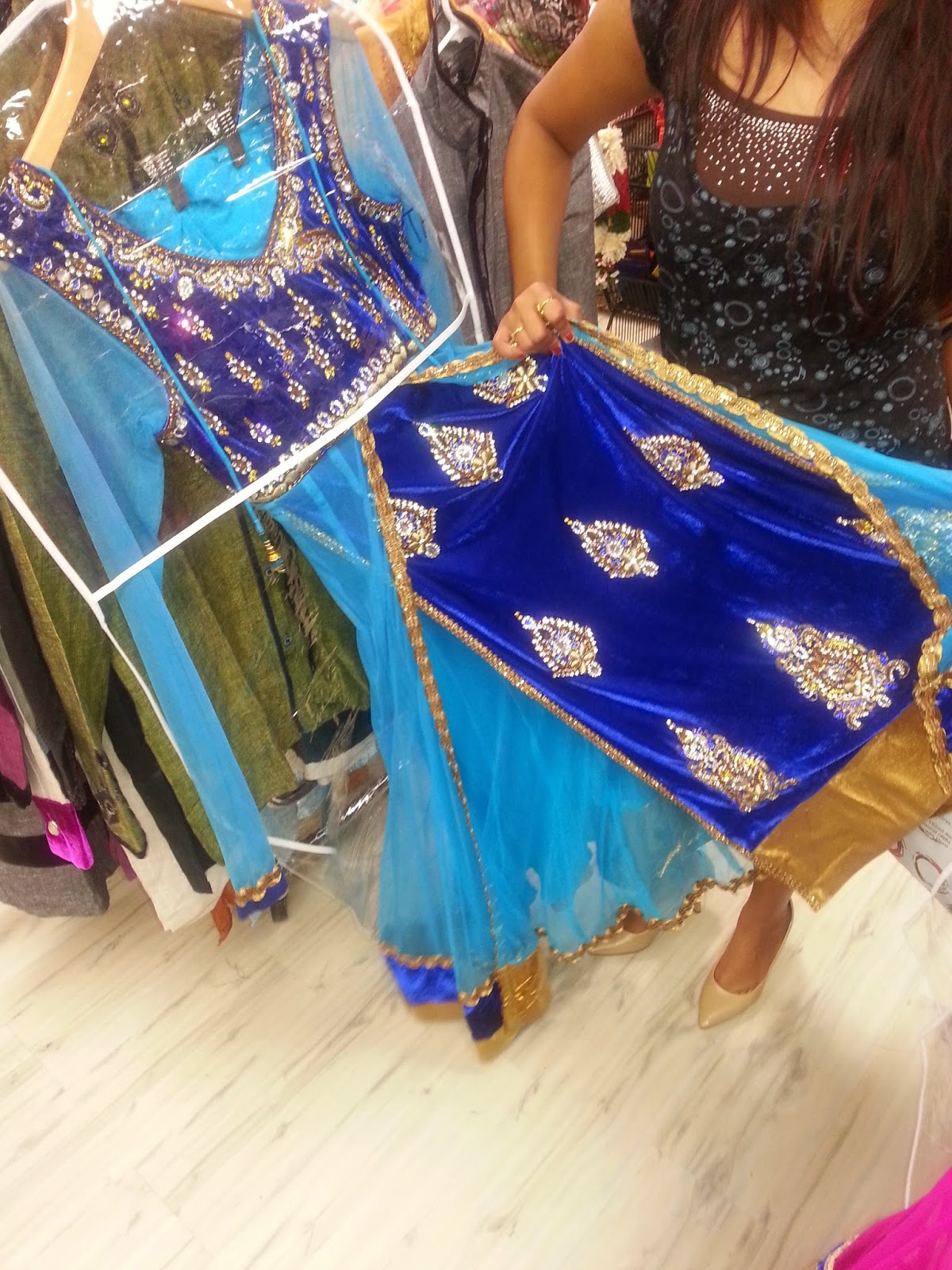 Indian bridal wear, beautiful indian girl, authentic indian wear, designer lehenga , Seattle indian store , custom made hand bags, seattle fashions, indian-usa fashion blogger