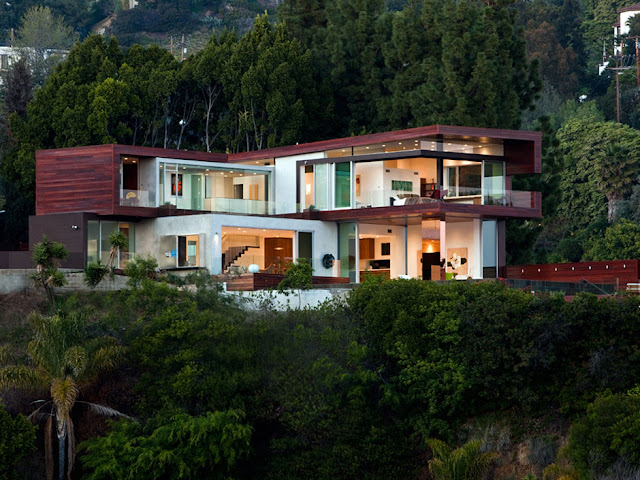 Picture of beautiful home built on the hill surrounded by the vegetation