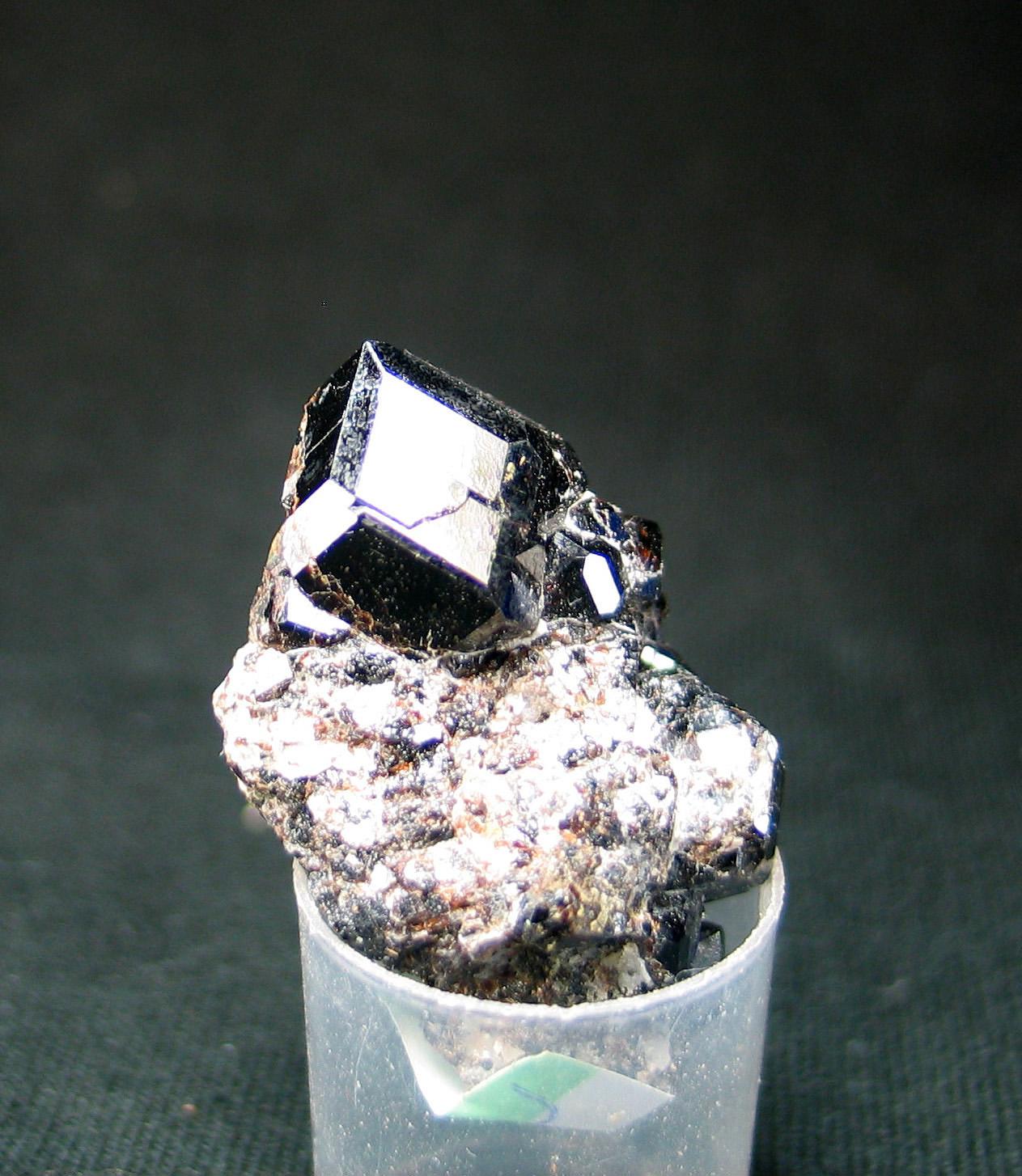 Granate melanita