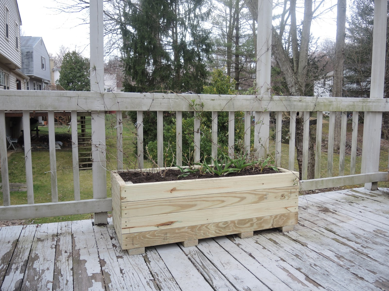 How to build a planter box for a deck - I May Stain The Planter When I Redo The Deck But For Now That S How You Make A Planter Out Of 2x4 S Enjoy