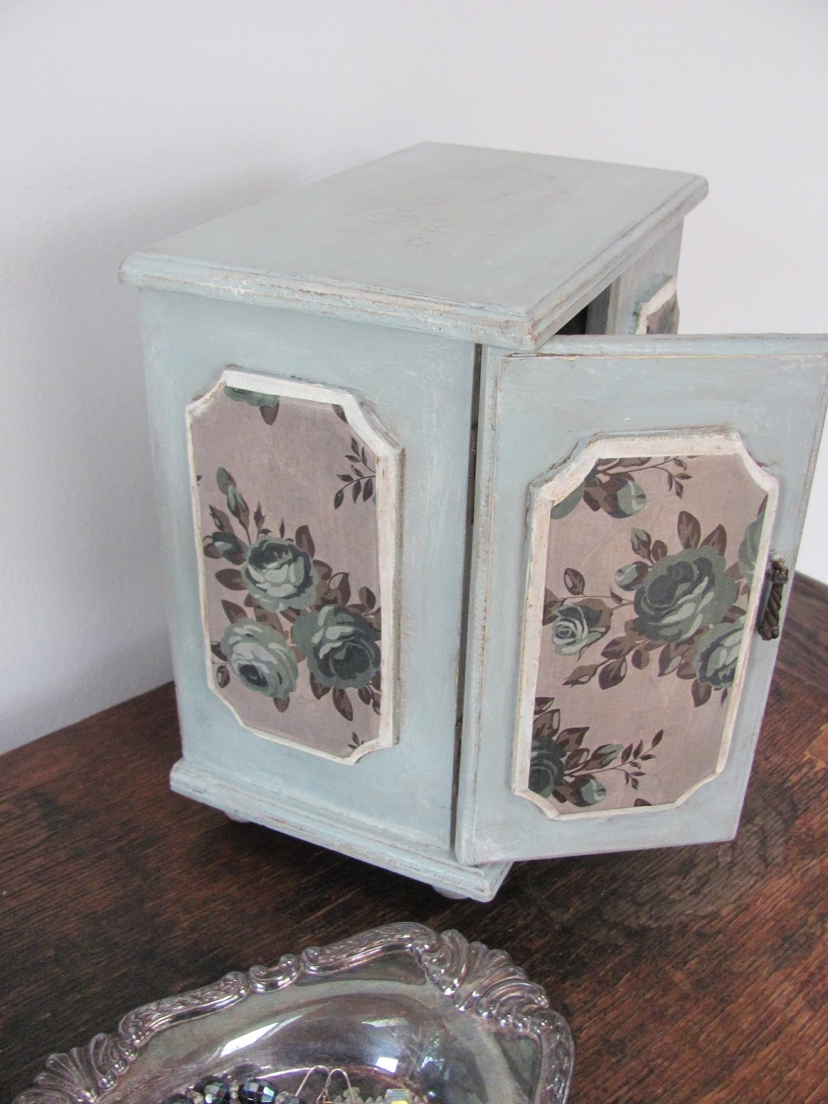 My Shabby Chateau Vintage Jewelry Box Makeover