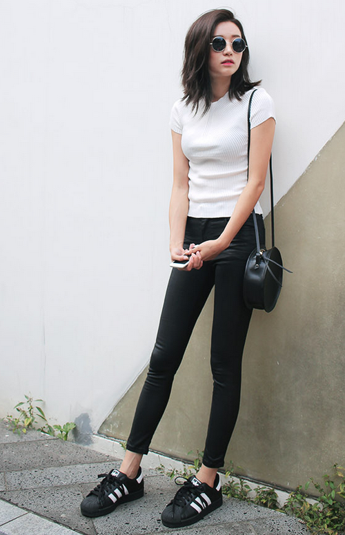 Slim V-Neck Knit Top