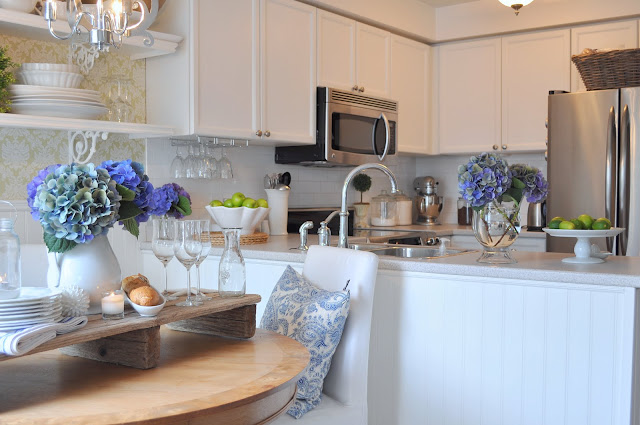 cottage style kitchen white