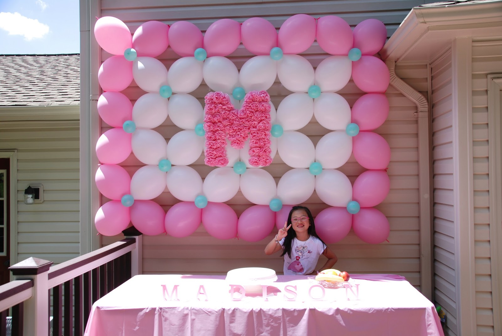 Madison 39 s 1st birthday party balloon decor twisting for Balloon decoration for 1st birthday