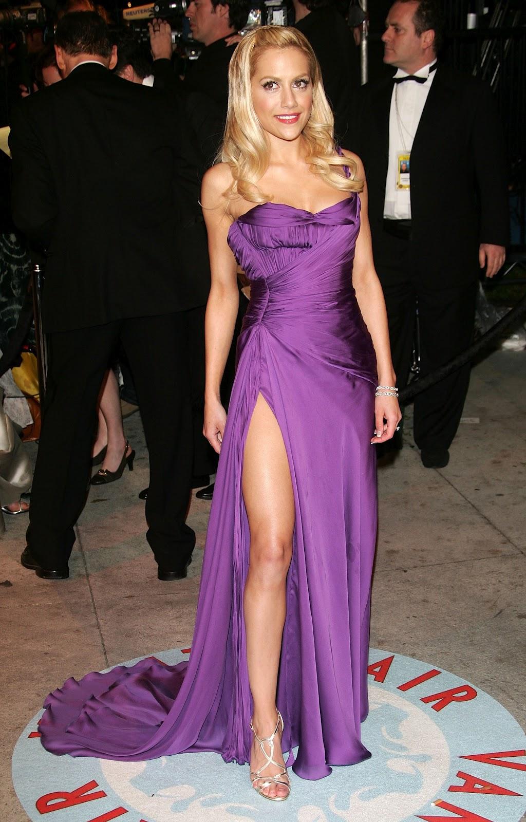 http://4.bp.blogspot.com/-_IeoihGCIO0/T6KFchTViCI/AAAAAAAAQuI/t4YUKkqr8Z4/s1600/64520_Brittany_Murphy_Vanity_Fair_Oscar_Party_05.jpg