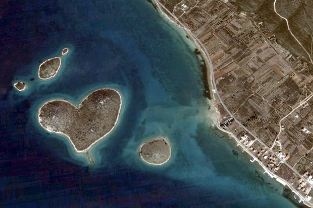 Razno (Članci; pomorske priče...) - Page 2 Heart-island_1825548i%5B1%5D