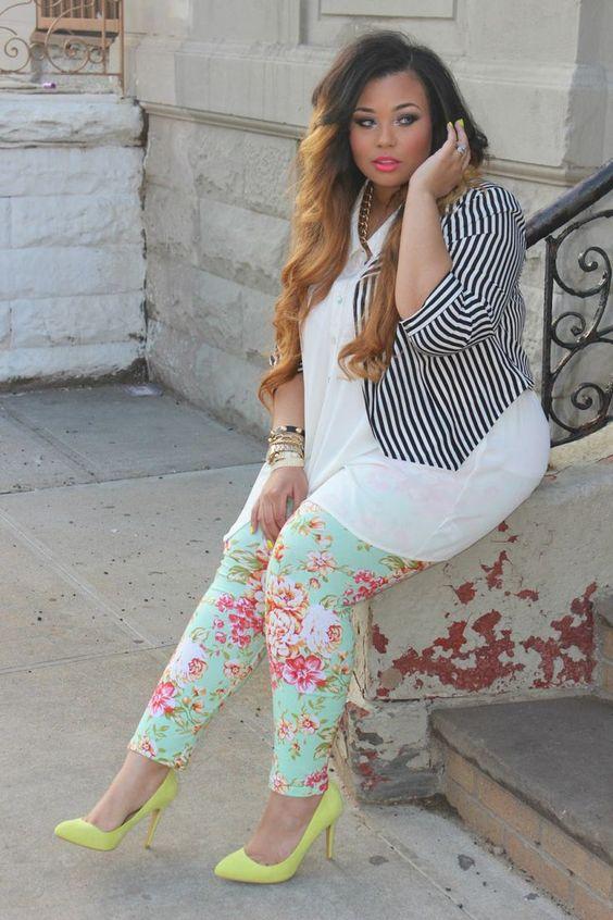 ¿Cómo combinar pantalones con estampado si soy gordita?