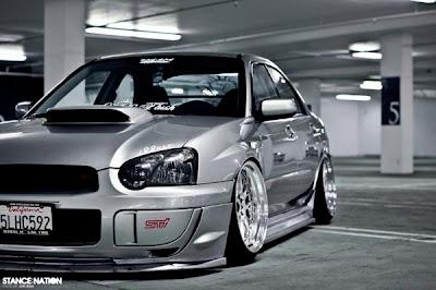 Subaru Impreza no Chão