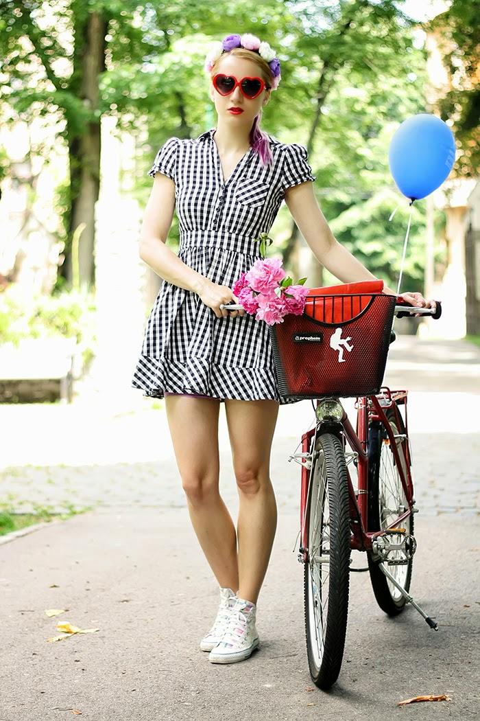 bike ride H&M checkered dress floral Converse floral headband heart shaped sunnies