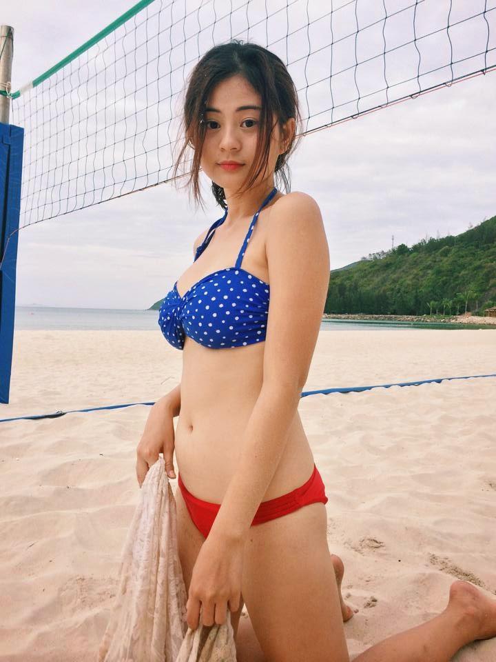 Người đẹp Châu Dương đi tắm biển 15