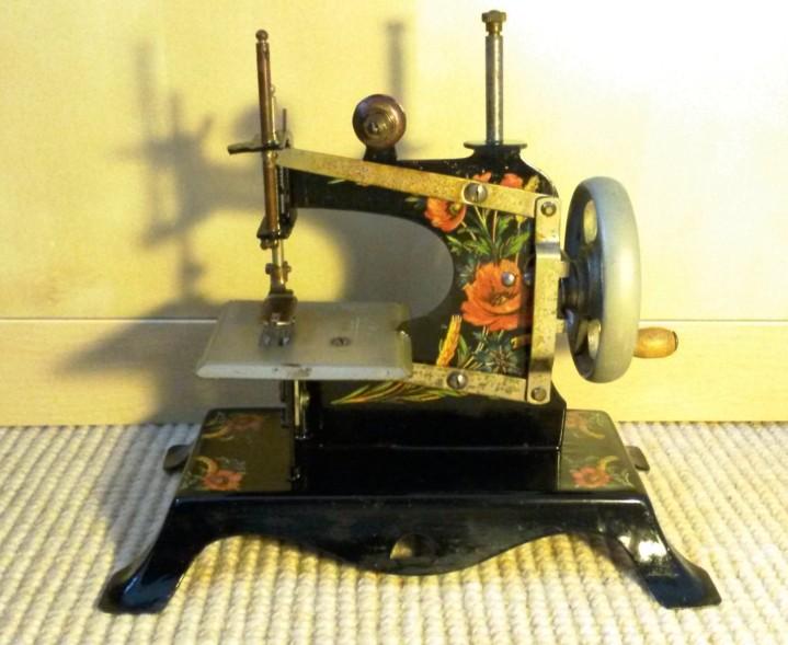 Le blog de callisto les machines coudre jouets casige for Machine a coudre king jouet