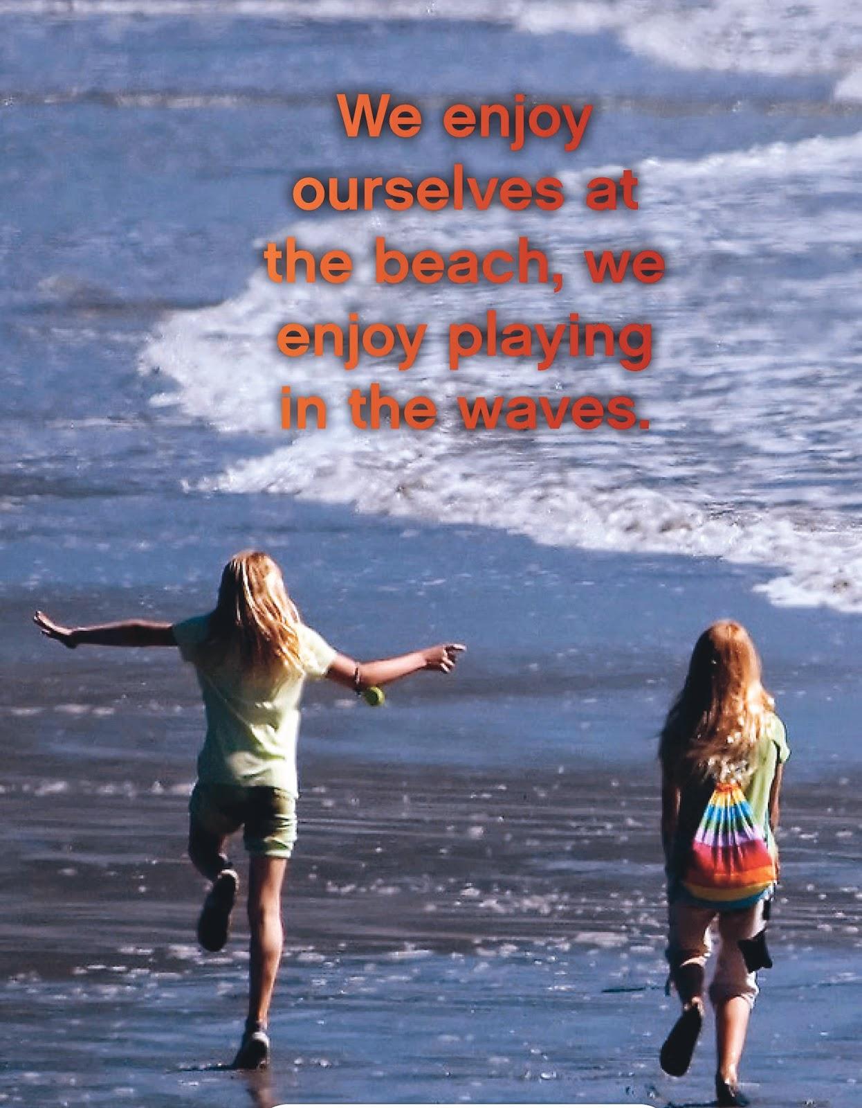 Foto de 2 niñas disfrutando en la playa