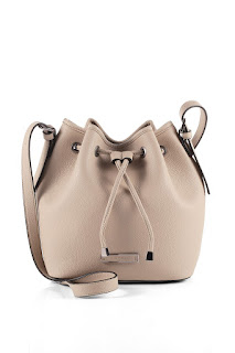 http://www.esprit.de/damentaschen/bucket-bag-in-leder-optik-095EA1O051_270#!ThumbSecondView