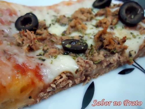 Uma pizza de atum que fica uma delícia!