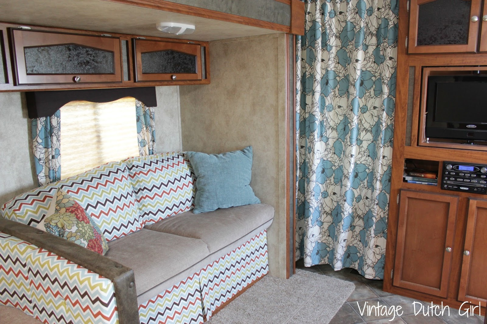 Vintage Dutch Girl Travel Trailer Makeover Part 8 Master Bedroom And Privacy Curtains