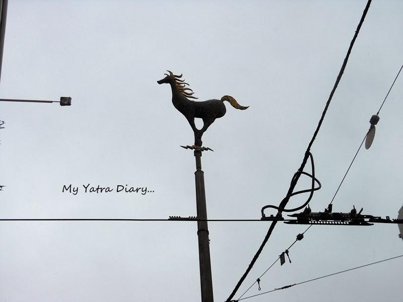 Tram rides wire mesh, Melbourne