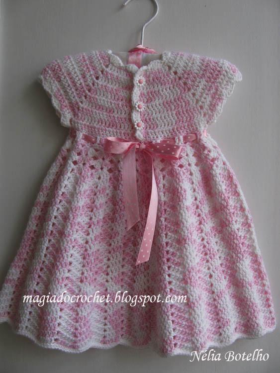 Vestido em crochet para bebé e o colorido do novo trabalho