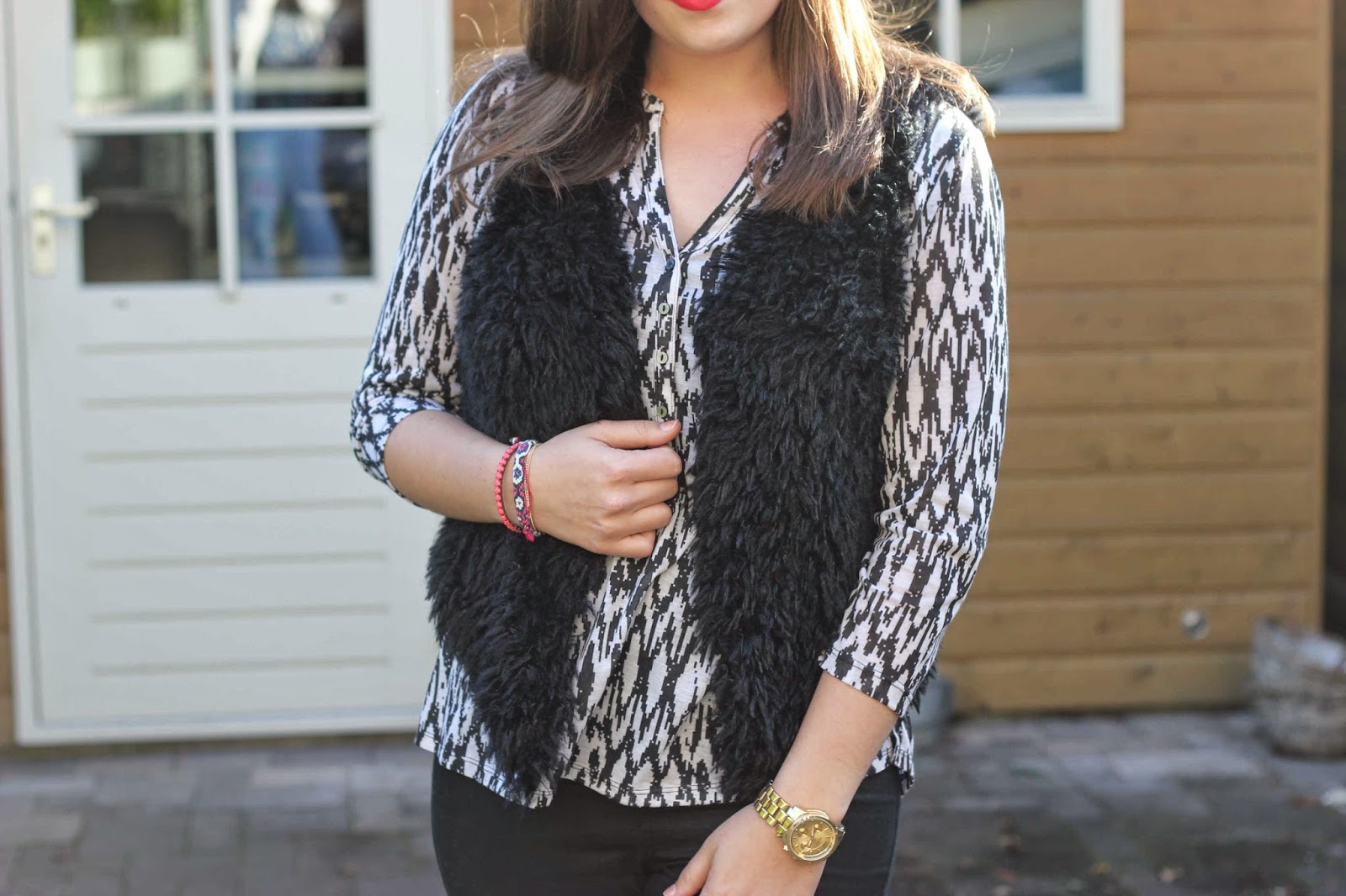 Outfit   Fluffy gilet van Miss Etam - The Budget Life