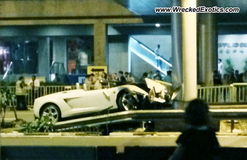 Lamborghini Gallardo LP560-4 Spyder crashed in Singapore
