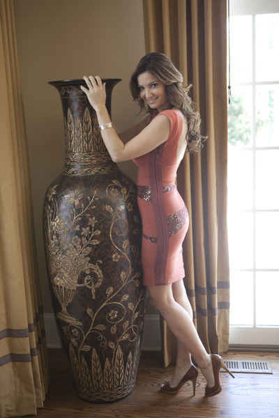 http://4.bp.blogspot.com/-_KKS6BVv94M/TirEzgUEQZI/AAAAAAAABUk/LMFFBJ6RxjI/s640/beth-shak-and-herve-leger-beaded-bandage-dress-red-gallery.jpg