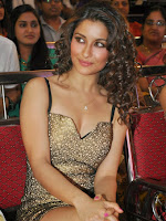 Madhurima sizzing at Best actors audio launch-cover-photo