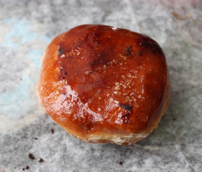... crackly, caramelized sugar top and a filling of vanilla pastry cream