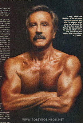 """MASTER-BLUSTER"" JOE WEIDER IN WEIDERS-BUST-POSE Robby's CONSULTATION Services to answer your questions  about bodybuilding, old school training and healthy lifestyle -  ▶ www.robbyrobinson.net/consultation.php"