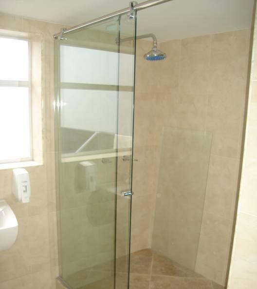 Divisiones de ba o en vidrio templado estructuras hidalgo for Precios de accesorios de bano