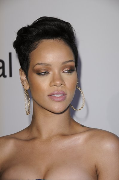 rihanna_short_hairstyle.jpg