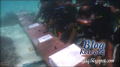 Mesyuarat kabinet dalam air