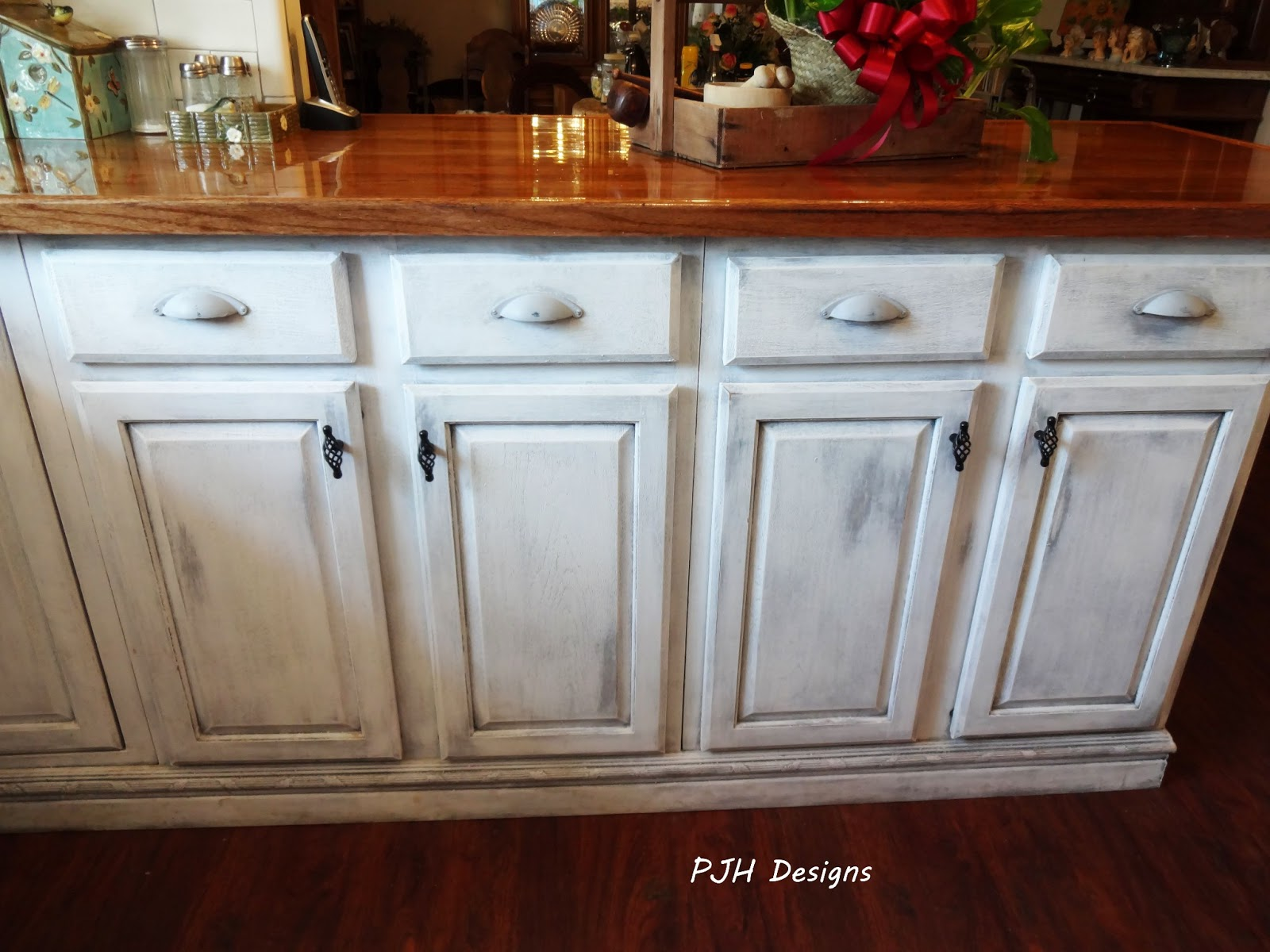 Pjh designs hand painted antique furniture how 39 s my for Can i paint kitchen cabinets with chalk paint