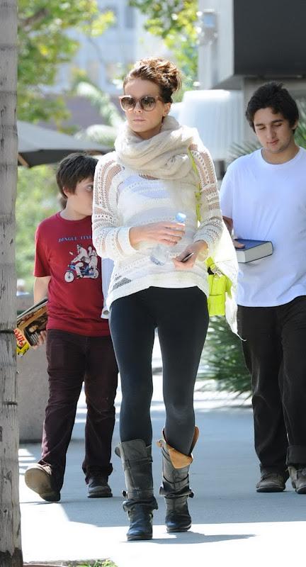 Kate Beckinsale wearing black leggings
