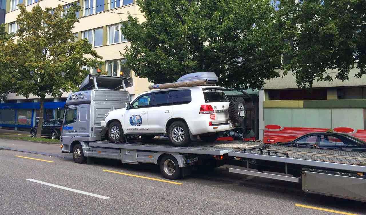 Fahrzeugtransport Schweiz Deutschland Island. Ein Container sieht anders aus...