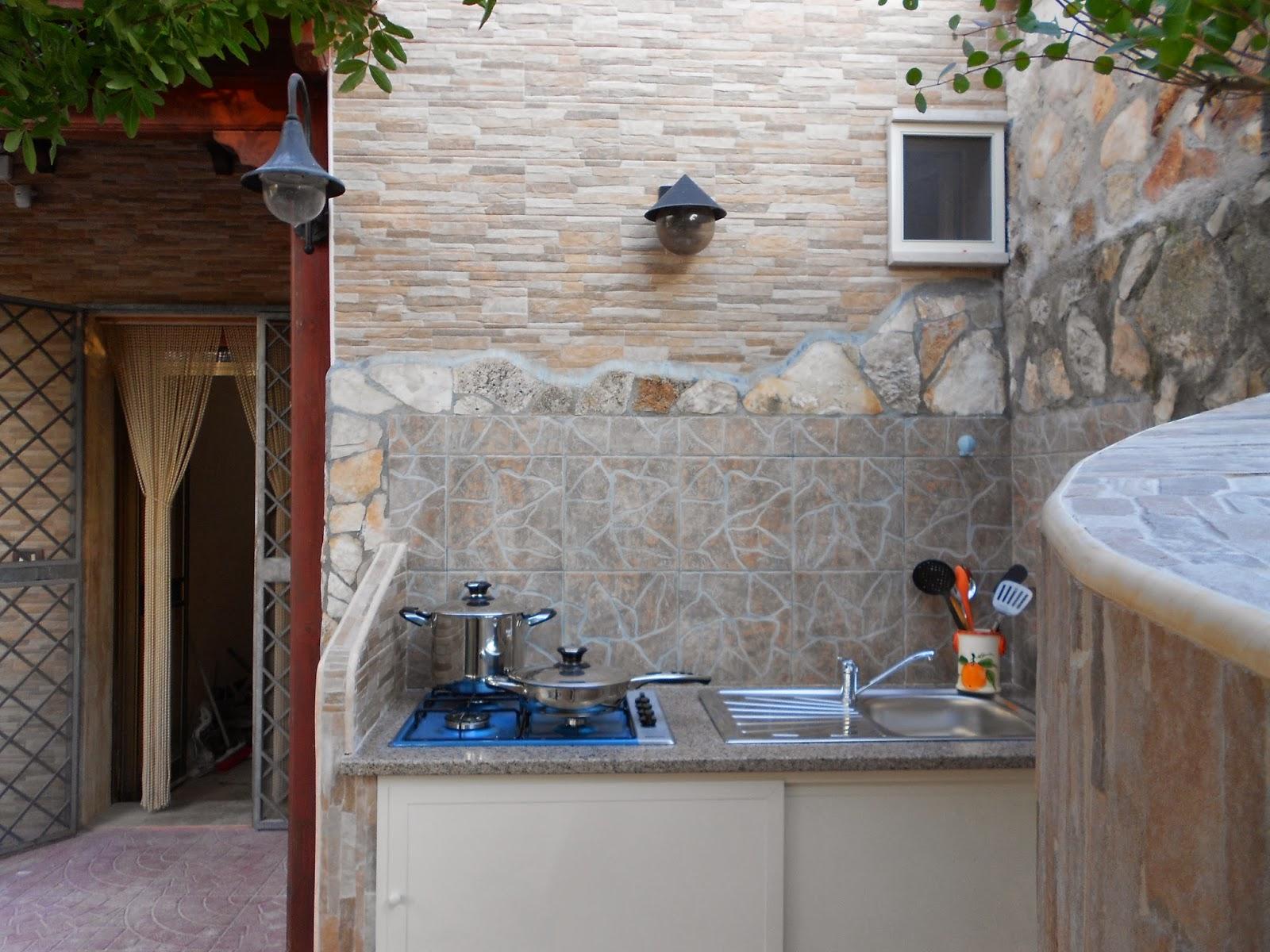 Tavolo tondo cucina - Cabina doccia esterna ...