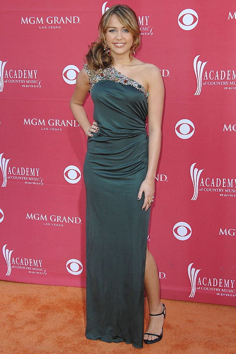 Red Carpet Dresses: Miley Cyrus - Academy Of Country Music Awards 2009