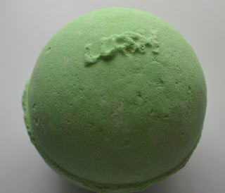 LUSH Avobath bath bomb