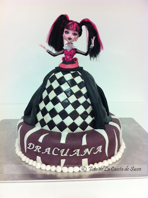 tarta draculaura monster high