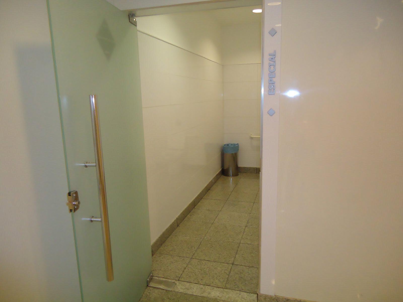 Acessibilidade na Prática: Sanitário Familiar do Shopping Campo  #604E28 1600x1200 Acessibilidade Banheiro Cadeirante