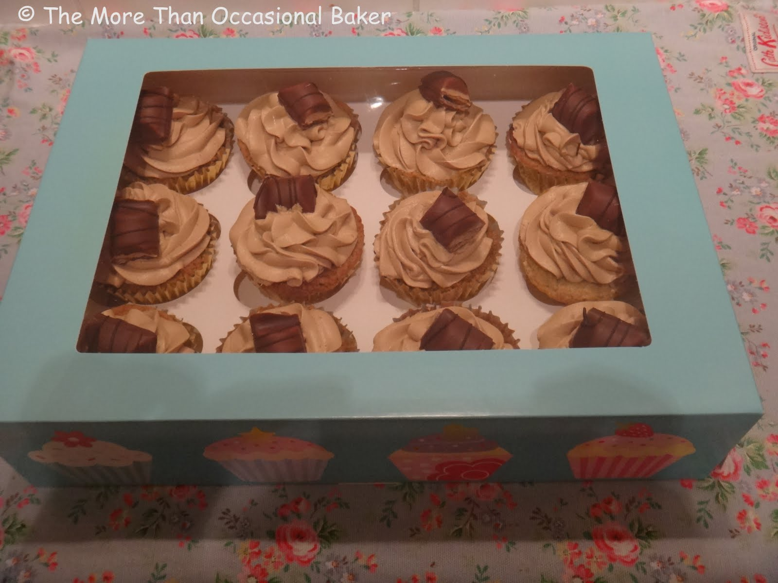 Exceptionnel The more than occasional baker: Kinder Bueno Cupcakes DE78